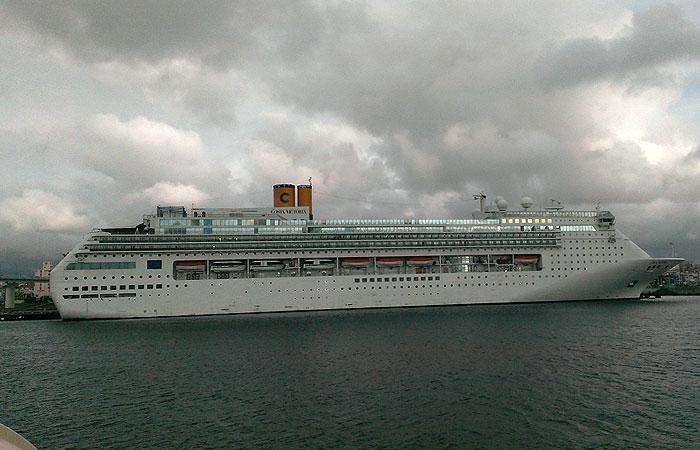 泊港の客船