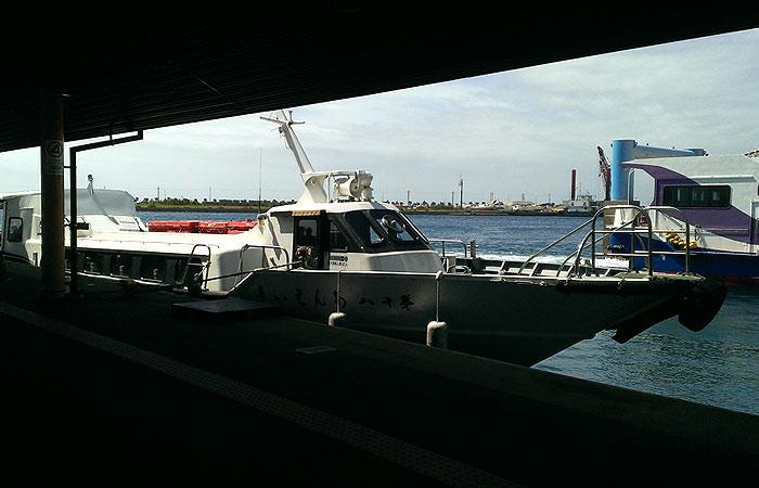 竹富島行きの高速船