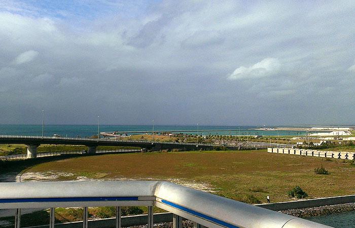 サザンゲートブリッジから見る海