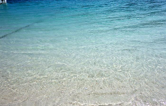 川平湾の浜
