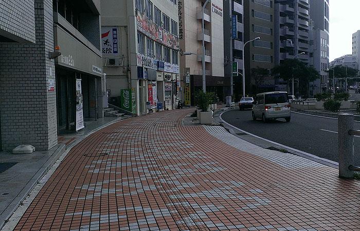 沖縄県庁前の道