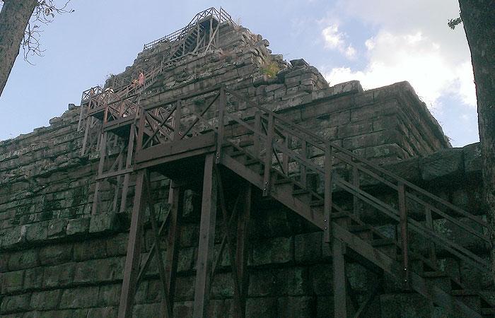 コーケーピラミッド 階段