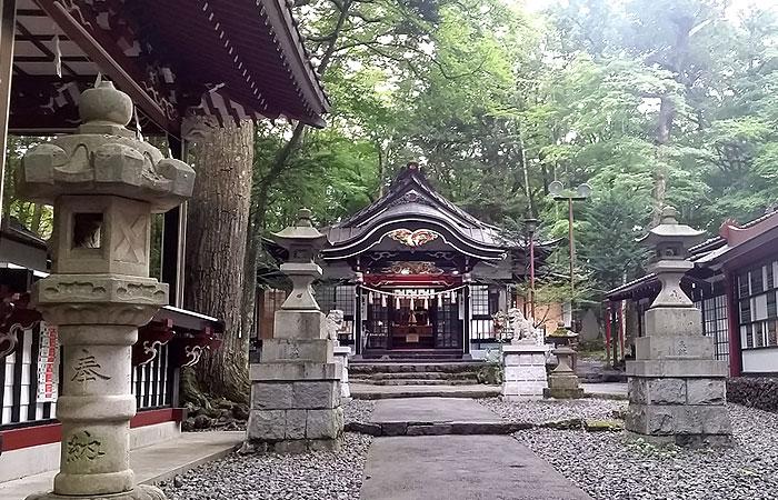 新屋山神社 本宮