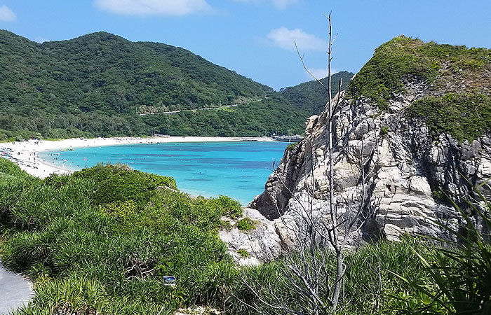 岩から見える海