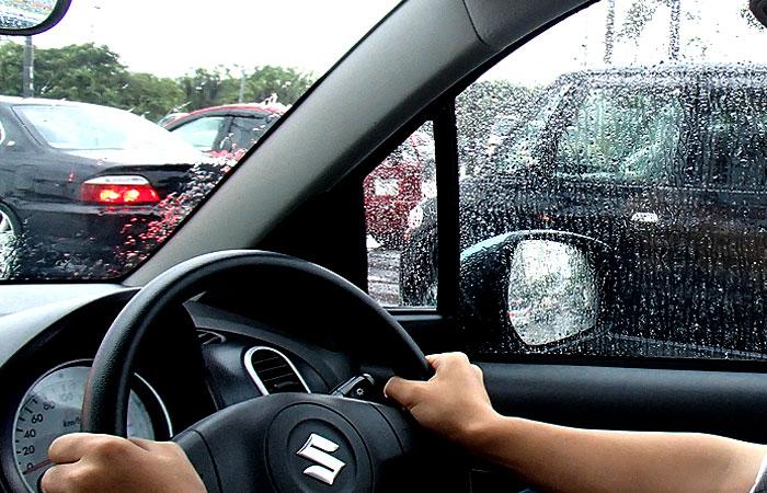 台風の沖縄でドライブ