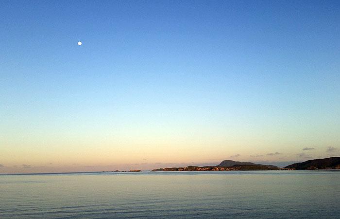 日の出前の阿波連ビーチ