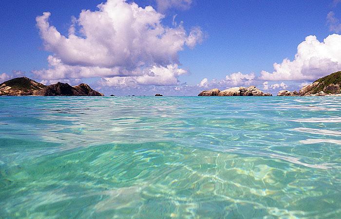 朝の阿波連ビーチ