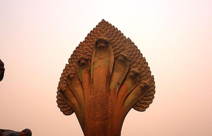 アンコールワットのナーガ像