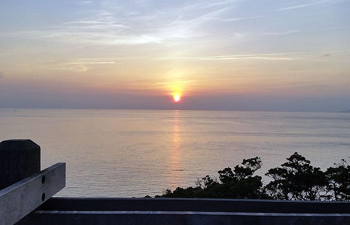 海に沈む夕日