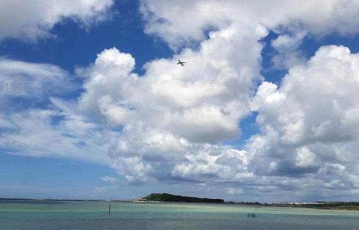 飛行機と瀬長島