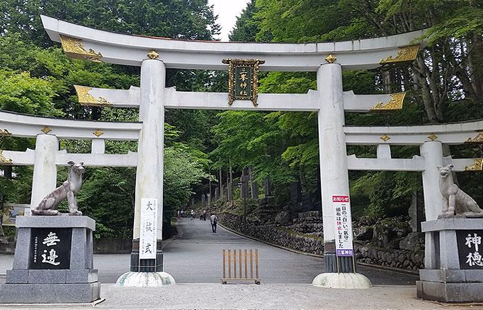 三峯神社 居