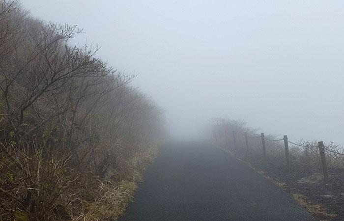 霧の三原山