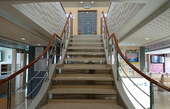 フェリー琉球 階段